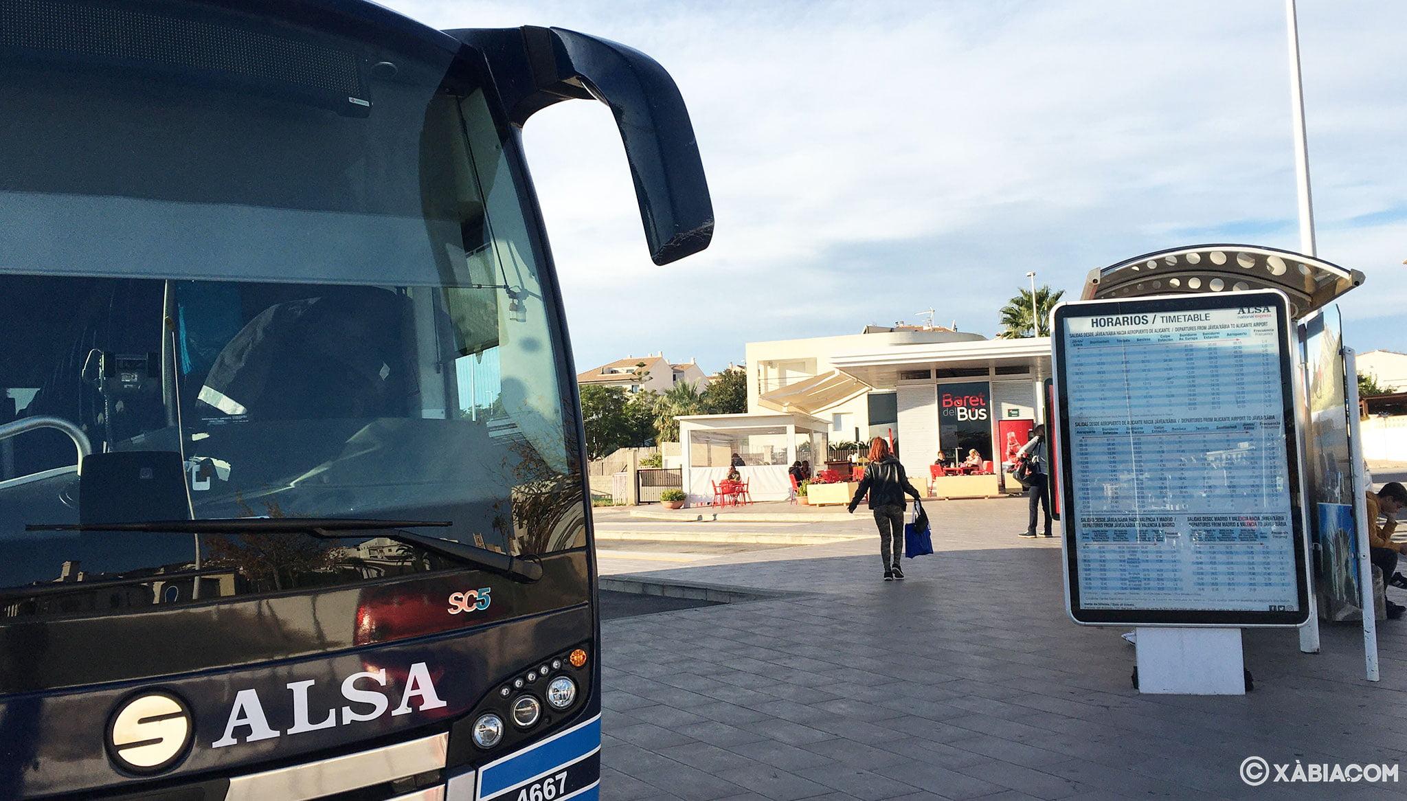 Una de las empresas que operan en la estación de autobuses de Jávea es Alsa