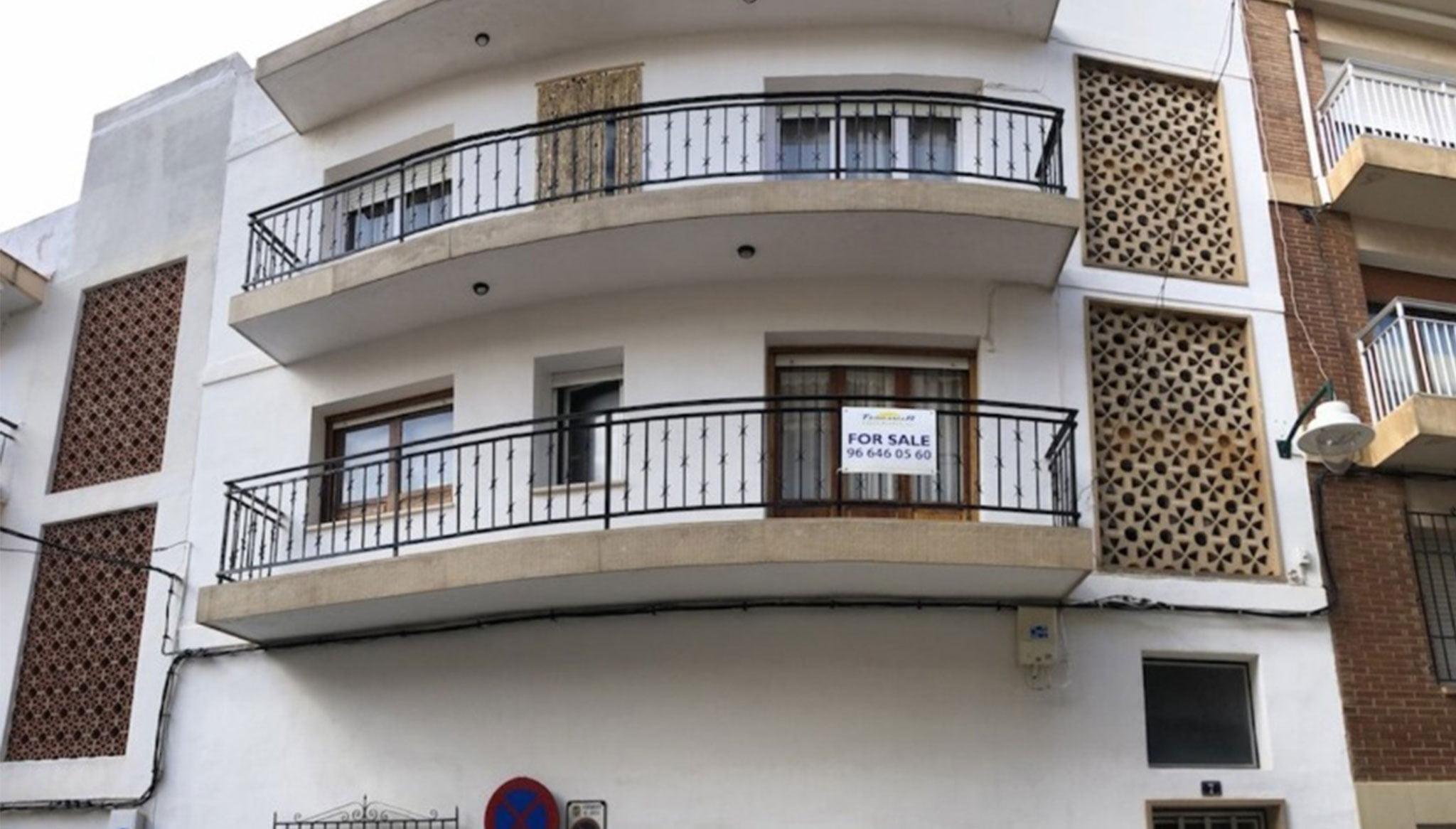 Fachada de una casa de pueblo en venta en el puerto de Jávea – Terramar Costa Blanca