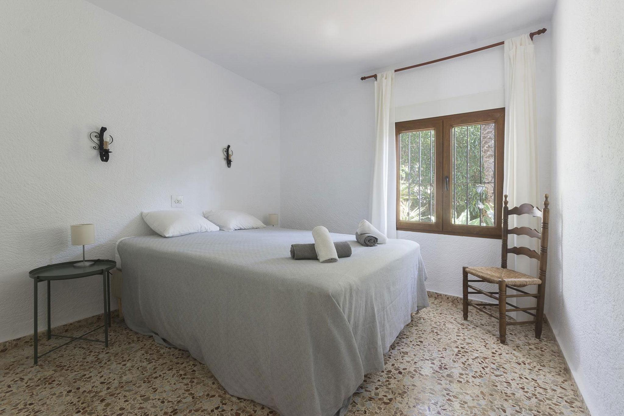 Una de las habitaciones de una casa de vacaciones en alquiler en Jávea – MMC Property Services