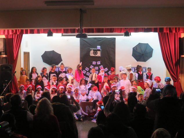 Imagen: Los alumnos en la representación teatral