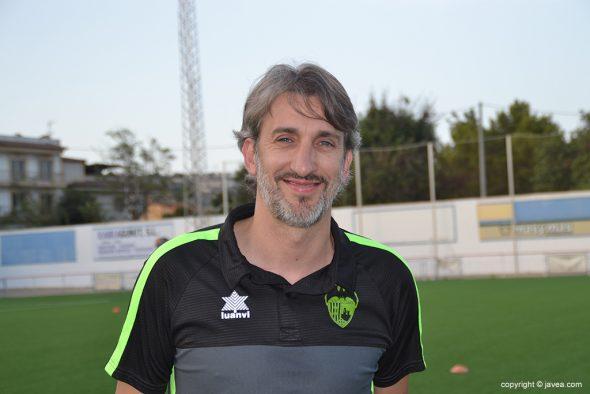 Imagen: Juan Carlos Signes, entrenador del CD Jávea