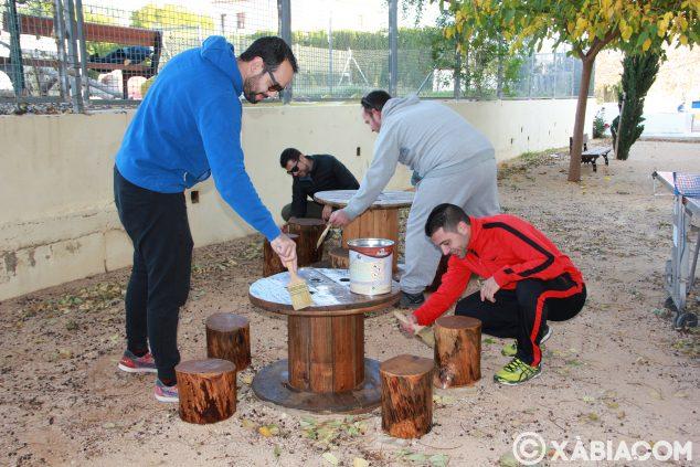 Imagen: Labores de mantenimiento de la zona de picnic