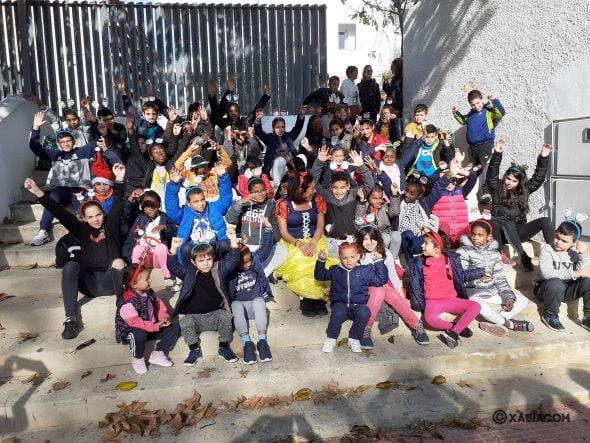 Imatge: Els nens i nenes de l'Preventori de Gandia celebren la festa de Nadal