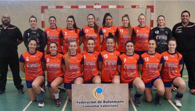 Imagen: María Cardona dorsal 13 con la Selección Valenciana Juvenil de balonmano