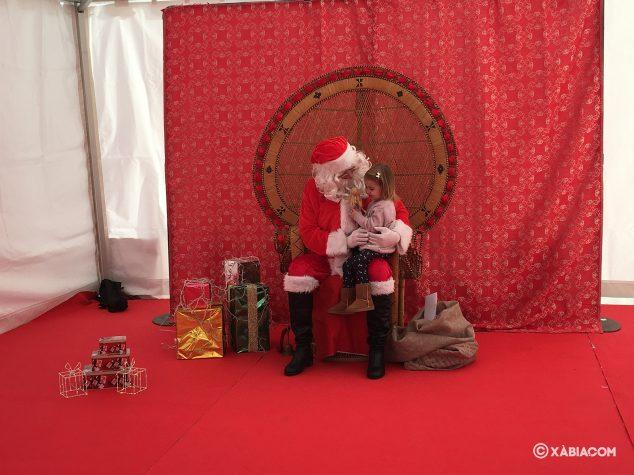 Imatge: Pare Noel conversa amb una nena
