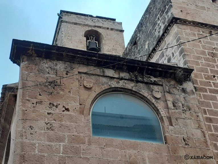 Parte de la Iglesia afectada por la caída de un rayo (arriba del campanario)