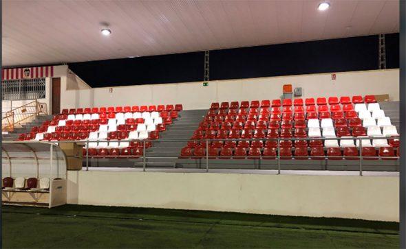 Image: Chaises installées dans les stands grâce à la contribution de Miralbo