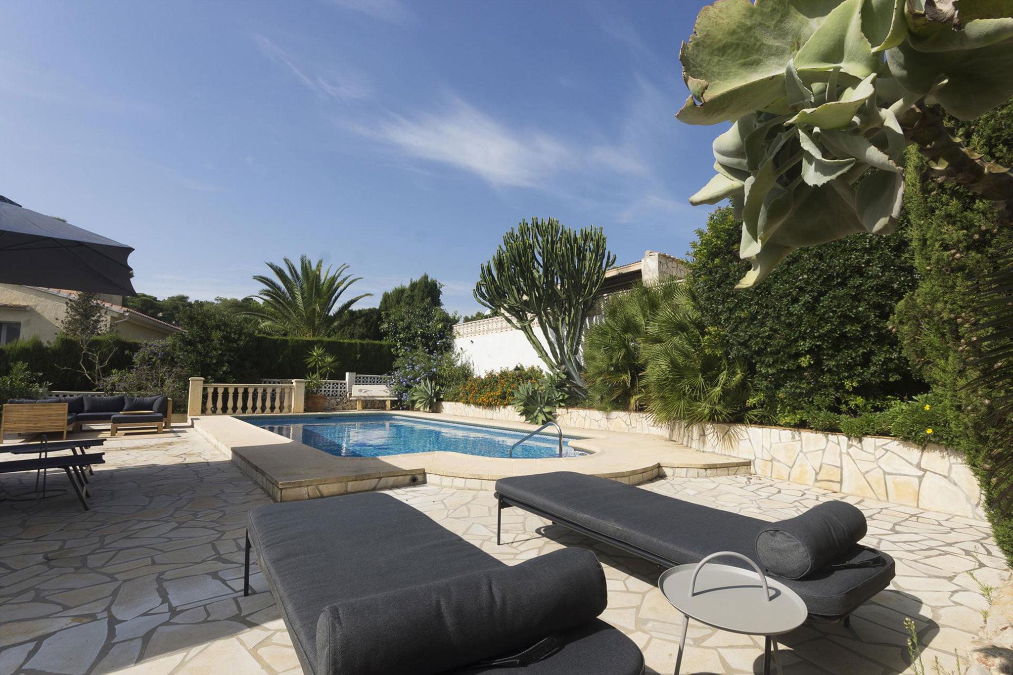 Terraza de una casa de vacaciones para cinco personas en Jávea – MMC Property Services