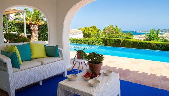 Imagen: Terraza cubierta con vistas al mar en un chalet en venta en Monte Puchol - Inmobiliaria Belen Quiroga