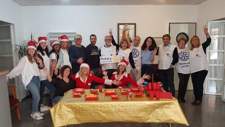 Visita del Club Rotary a los mayores en Navidad