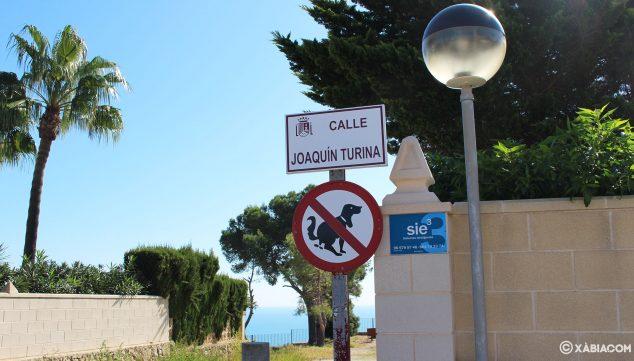 Imagen: Calle por la que se accede al mirador de Les Pesqueres