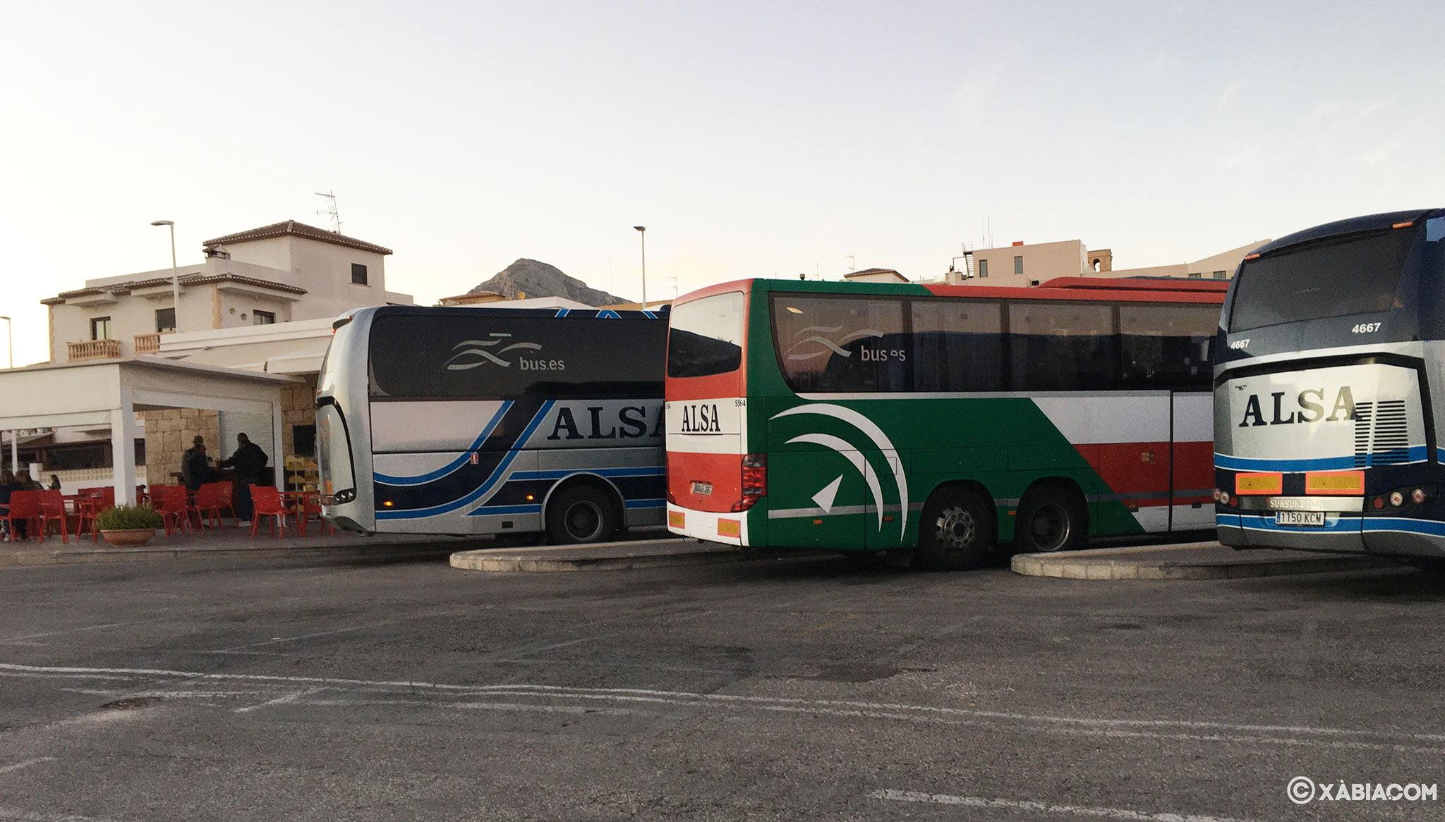 Autobuses aparcados en la estación de autobuses de Jávea