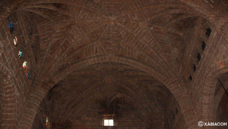 Voûte croisée à l'intérieur de l'église de San Bartolomé de Jávea