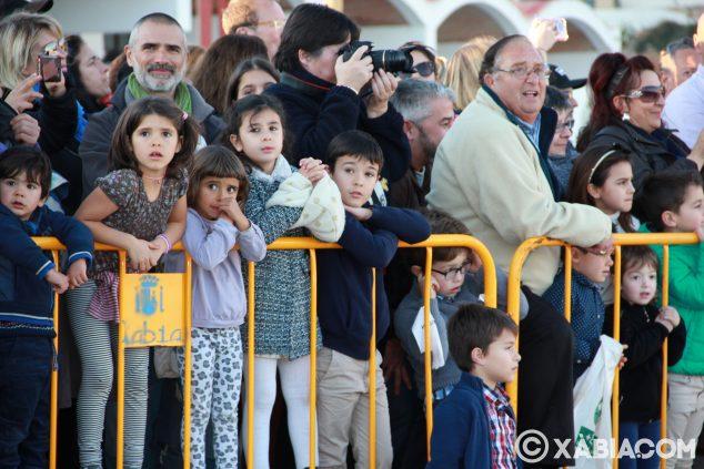 Imagen: Niños esperando la llegada de SS.MM Los Reyes Magos de Oriente