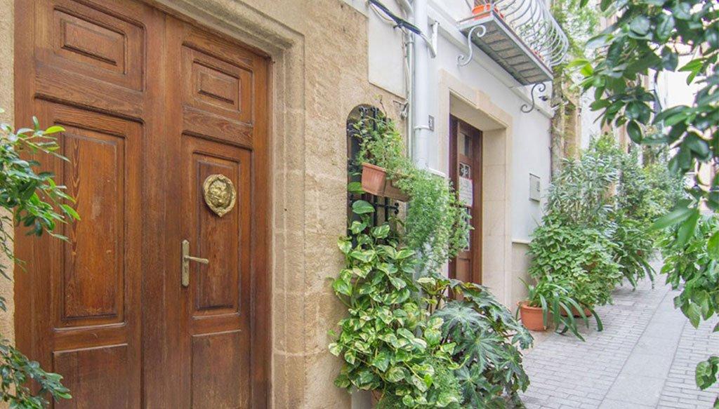 Portón antiguo en una casa de pueblo en Jávea – MORAGUESPONS Mediterranean Houses