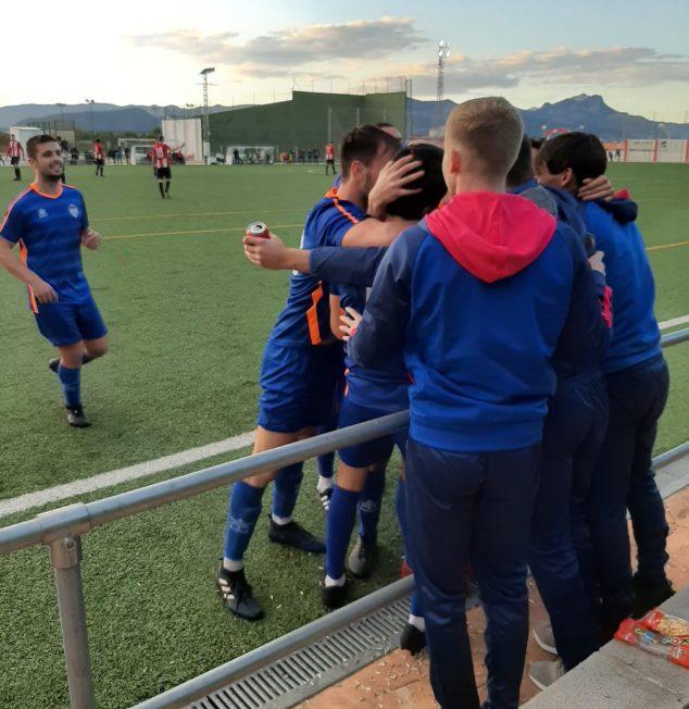 Imagen: Celebración del gol de Pau en Rafelcofer