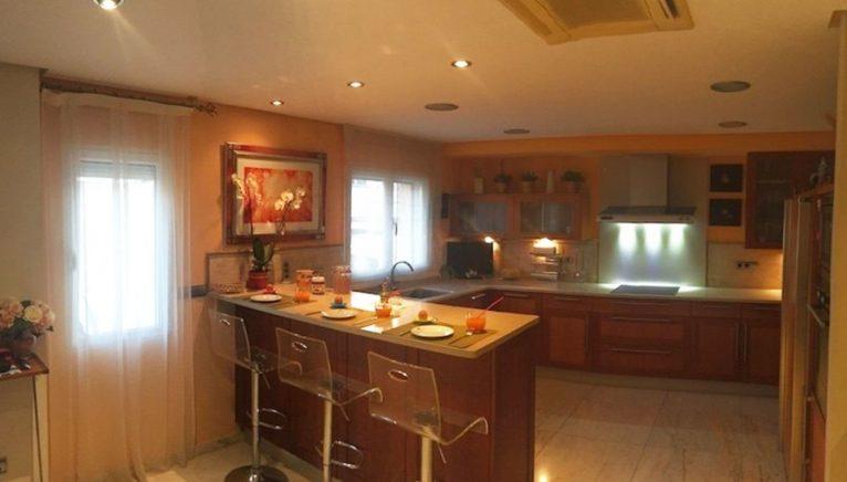 Una de les dues cuines a una casa al port de Xàbia - Terramar Costa Blanca