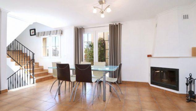 Image: Salle à manger lumineuse d'une maison mitoyenne à vendre à Jesús Pobre - Vicens Ash Properties