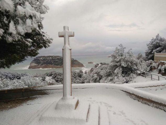 Bild: Creu del Portitxol und schneebedeckte Villa
