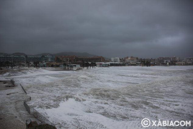 Immagine: brandelli di pioggia, vento e mare in Xàbia