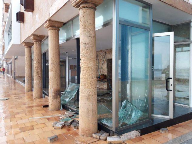 Imagen: Destrozos en la sala de exposiciones de la Casa del Cable