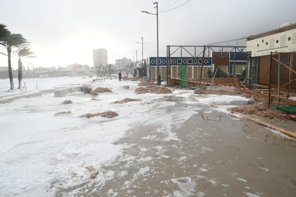 Brisé dans les boutiques de la plage de l'Arenal