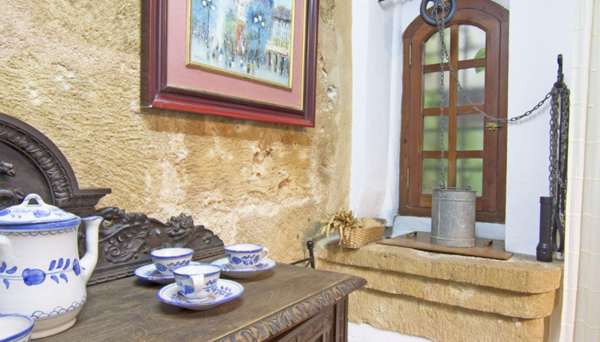 Detall de la decoració en una casa de poble al centre de Xàbia - MORAGUESPONS Mediterranean Houses