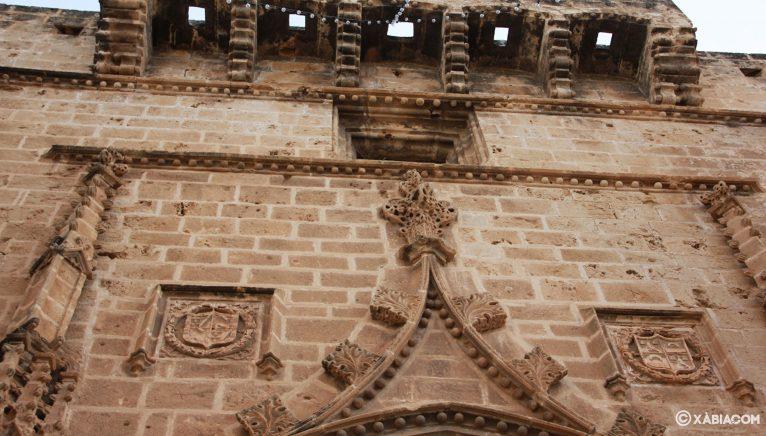 Detalle de una de las portadas de la Iglesia de San Bartolomé de Jávea