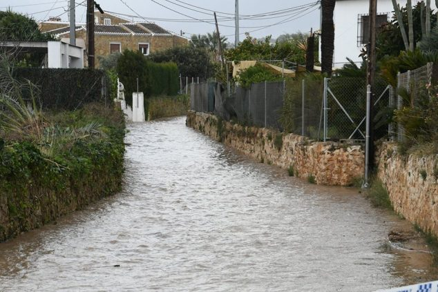 Image: River overflow fills nearby roads with water