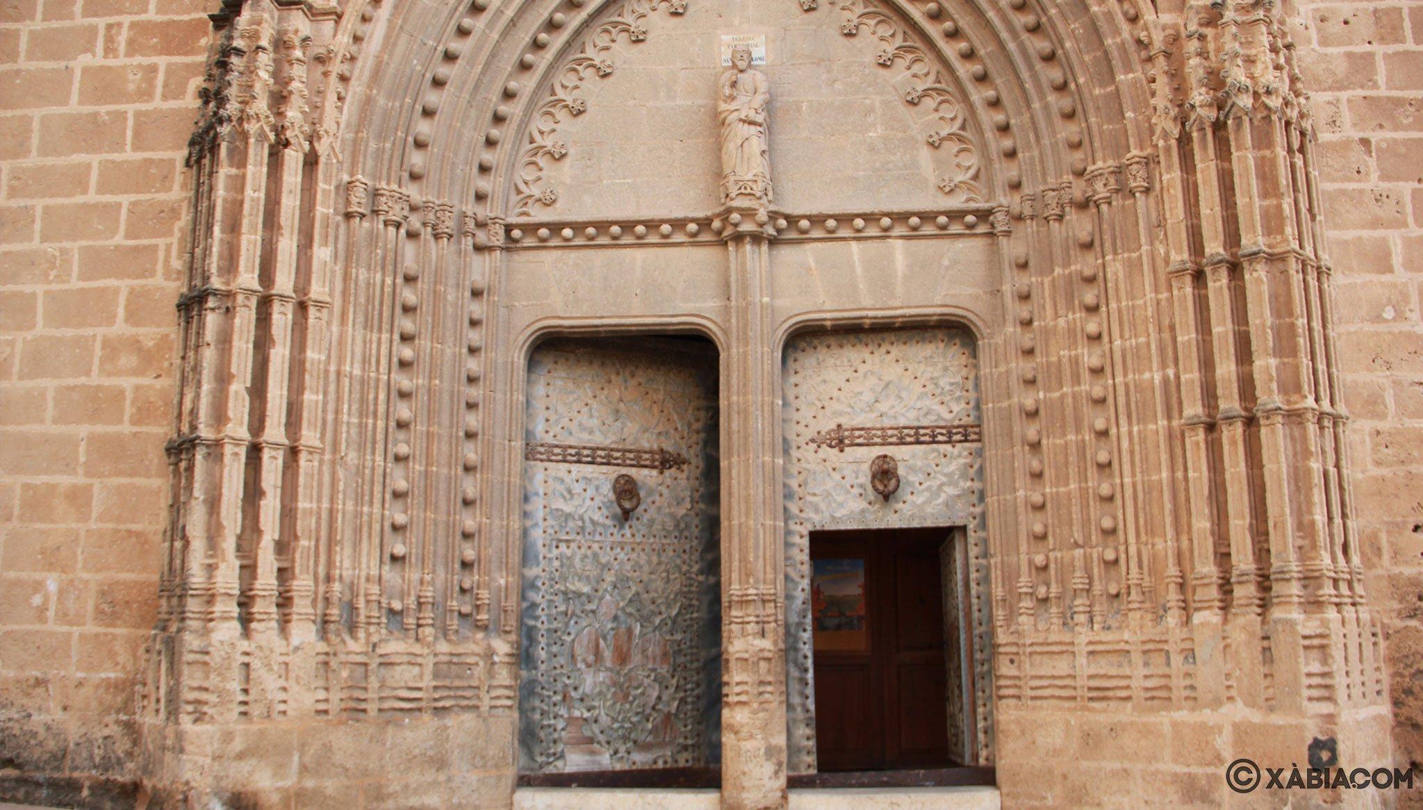 Entrada principal a la Iglesia de San Bartolomé de Jávea