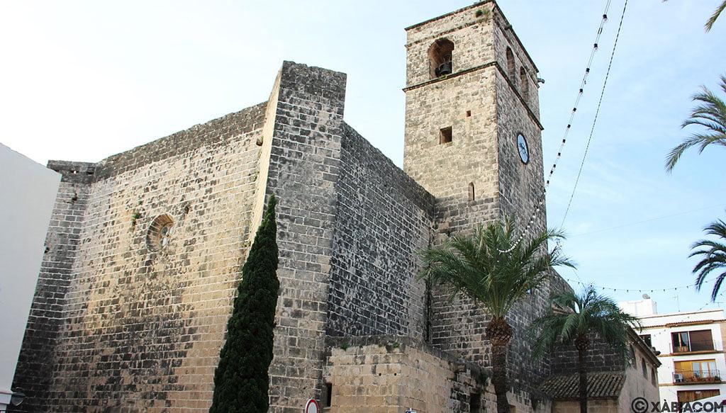 Exterior y campanario de la Iglesia Fortaleza de San Bartolomé de Jávea