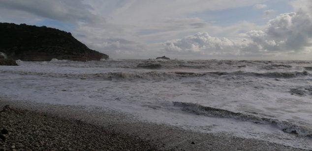 Imatge: Fort temporal a la Cala de la Barraca