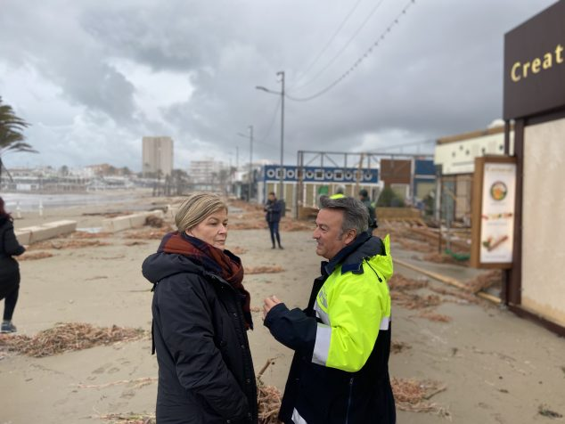 Imagen: Gabriela Bravo junto a José Chulvi en el Paseo del Arenal