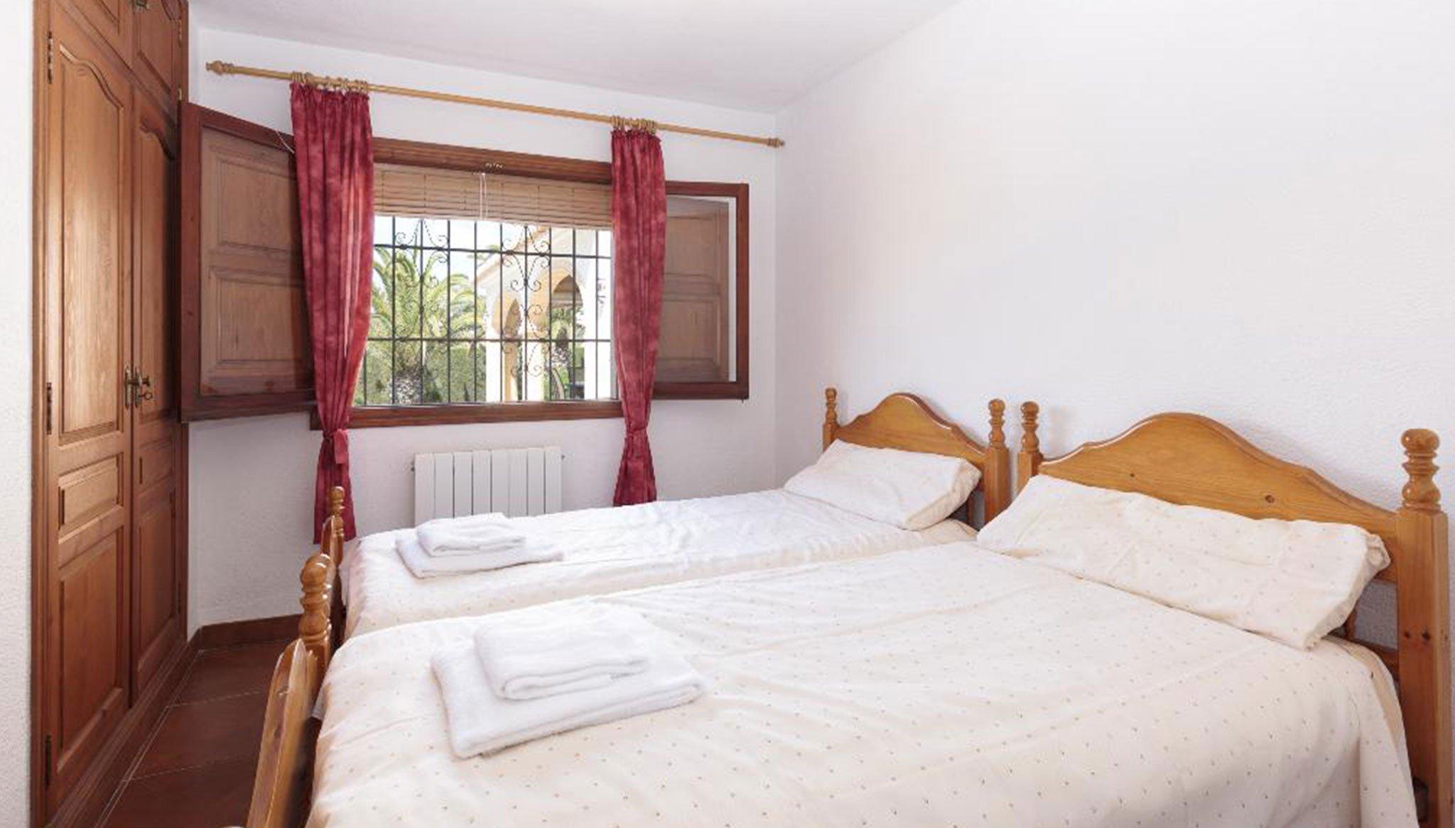 Una de las habitaciones de un alquiler vacacional en Jávea – Quality Rent a Villa