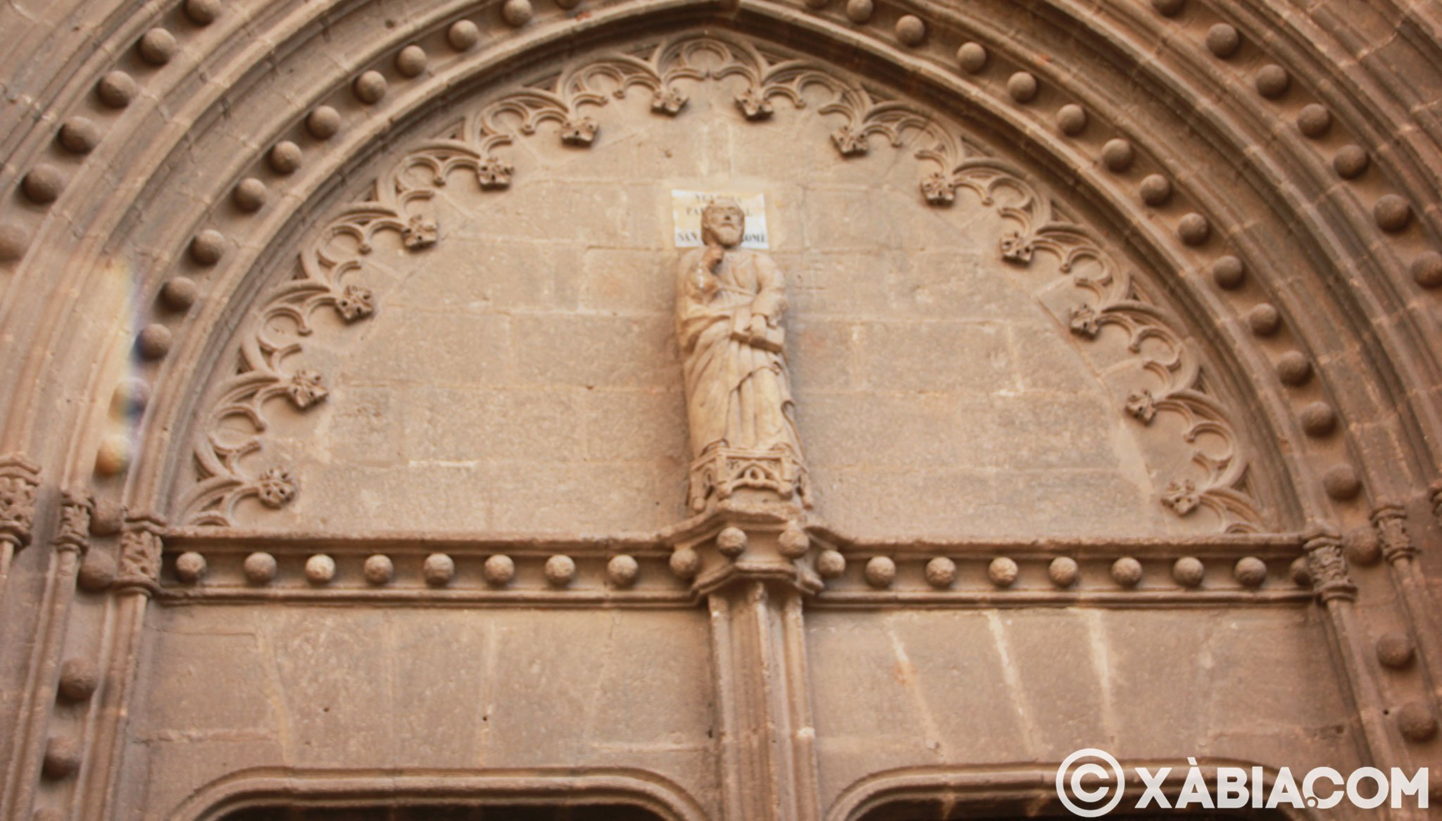 Imagen de San Bartolomé en la puerta de la Iglesia Fortaleza de Jávea