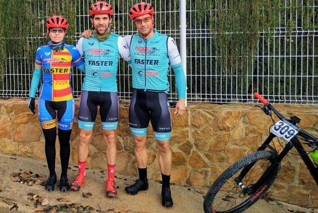 Imagen: Margalejo junto a Ade Moll y Dani Cepa en Chiva