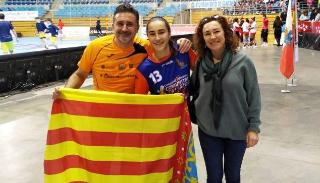 Image: María Cardona with her parents in Santander