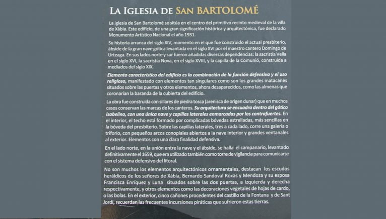 Panel explicativo en español en el exterior de la Iglesia de San Bartolomé de Jávea