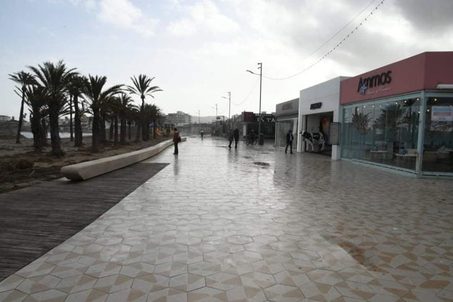 Image: Part of the Arenal beach promenade already passable