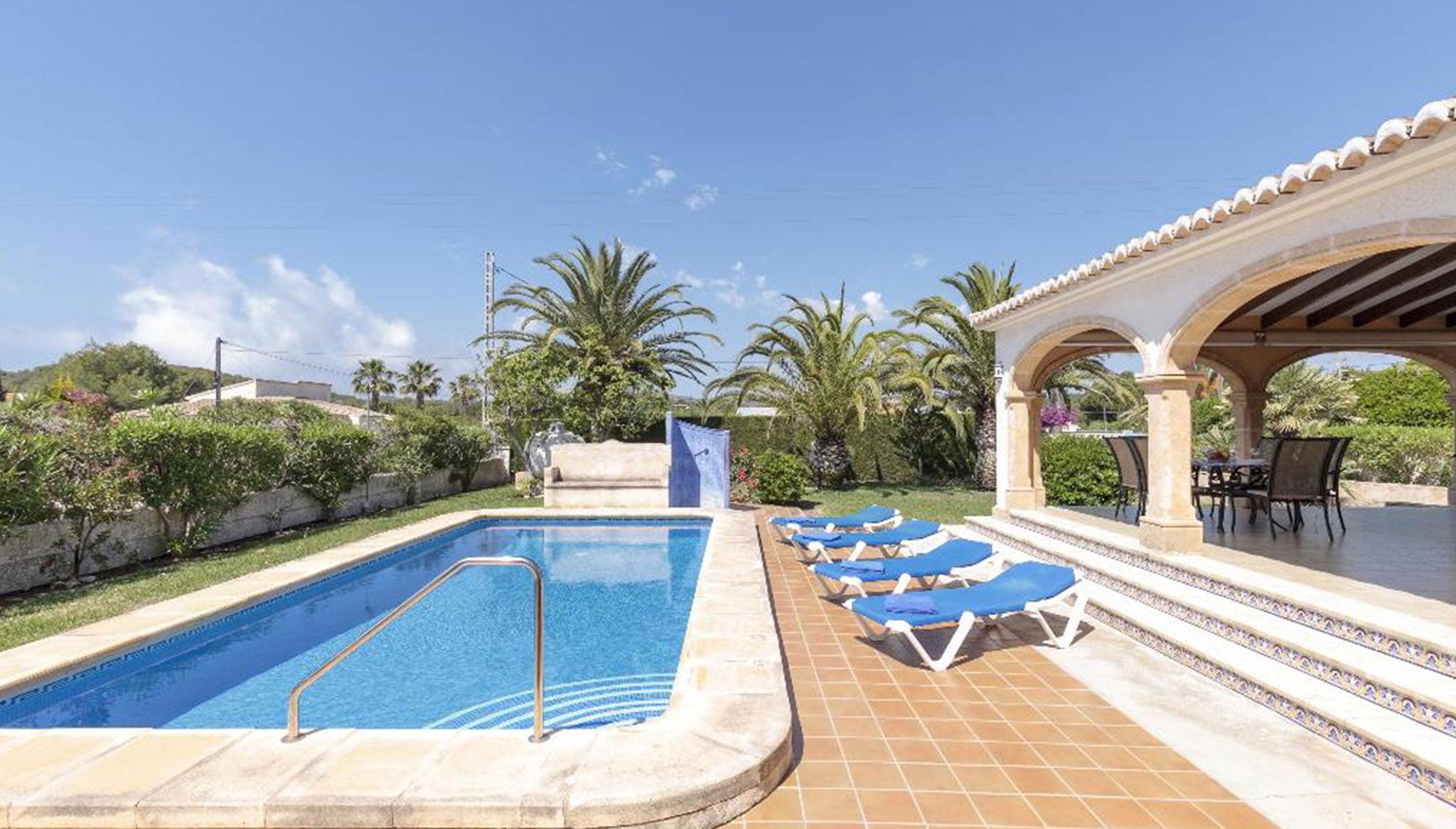 Piscine privée dans une villa en location de vacances à Jávea - Quality Rent a Villa