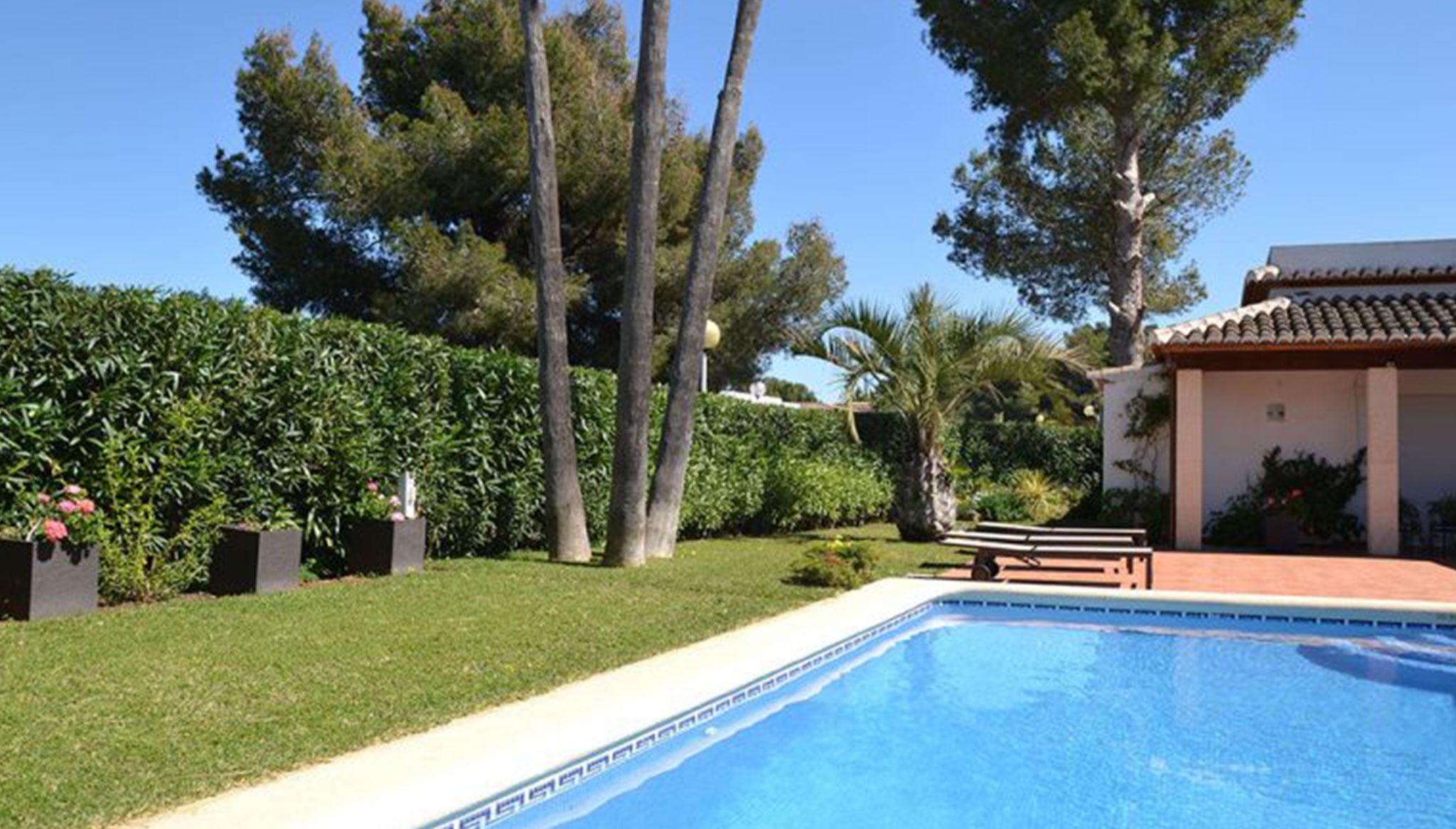 Mantenimiento de piscinas y jardines en ServiGardens
