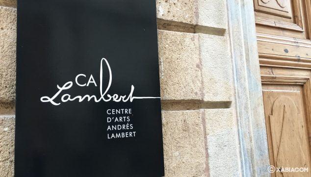 Imagen: Placa en la entrada del Centre d'Arts Ca Lambert en Xàbia