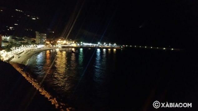 Imagen: Playa de la Grava de Xàbia de noche