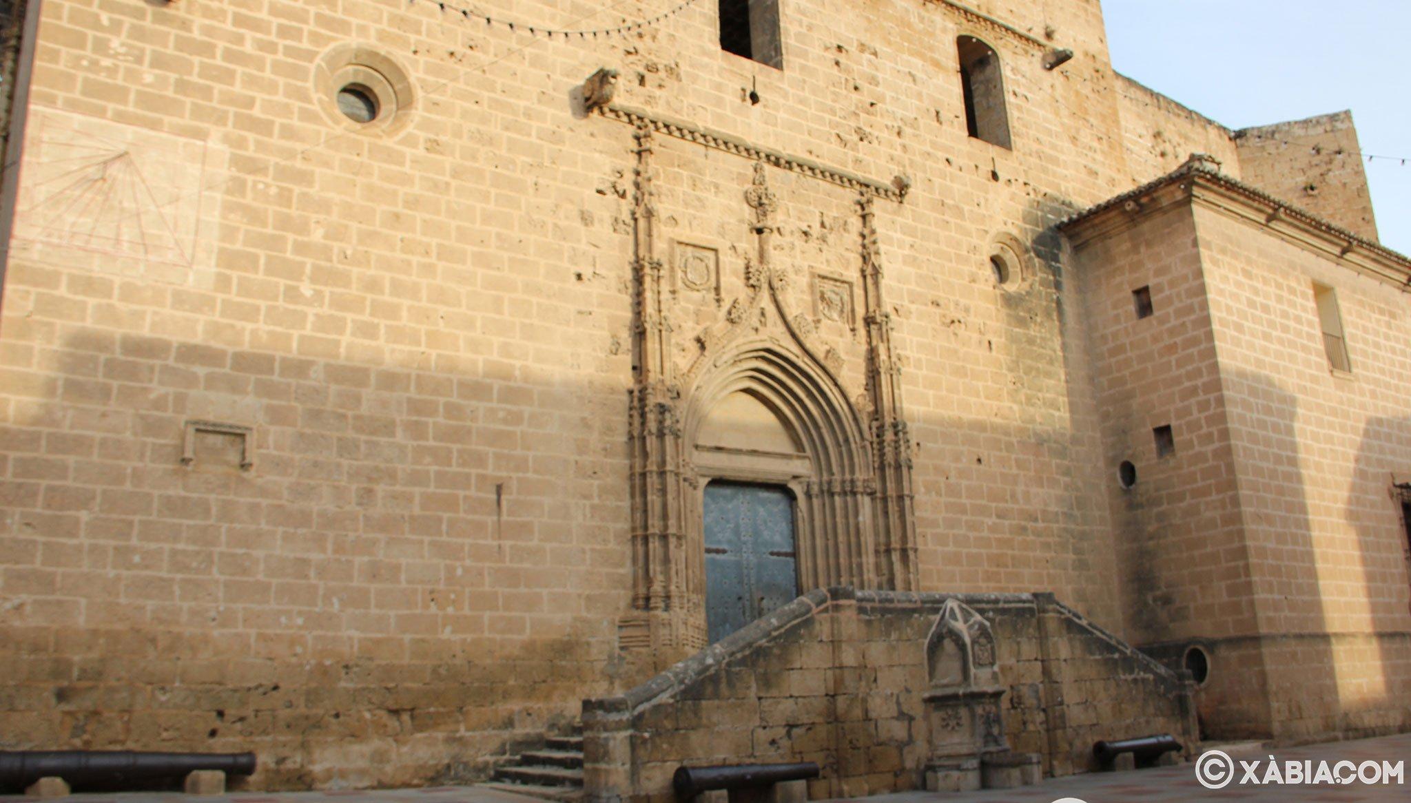 Portada lateral dedicada a San Gil