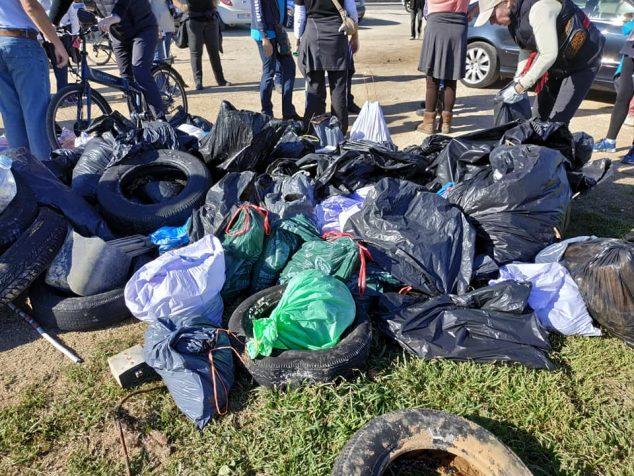Imagen: Residuos sacados por el temporal en el litoral de Xàbia