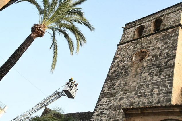 Image: Review of the structure of the San Bartolomé Church clock