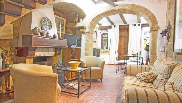 Salón amueblado en una casa de pueblo en Jávea - MORAGUESPONS Mediterranean Houses