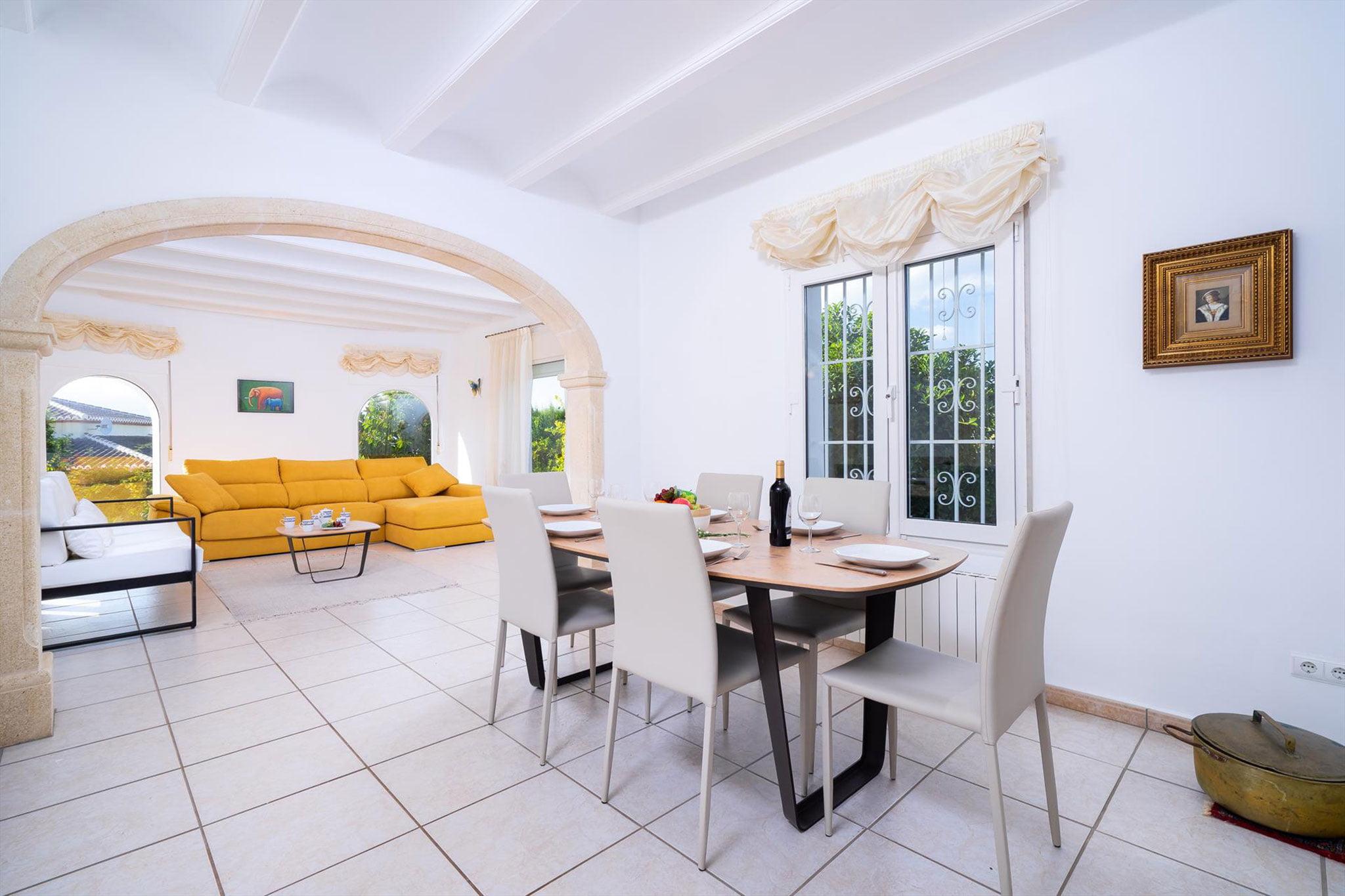 Salón comedor en una casa de vacaciones en Jávea – Aguila Rent a Villa