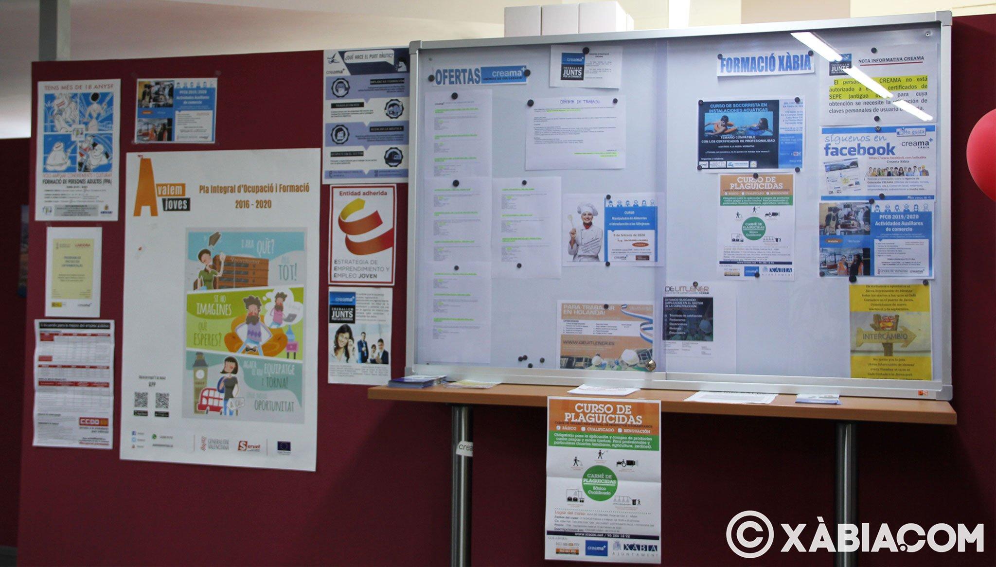 Tablón de anuncios en la oficina de Creama Xàbia