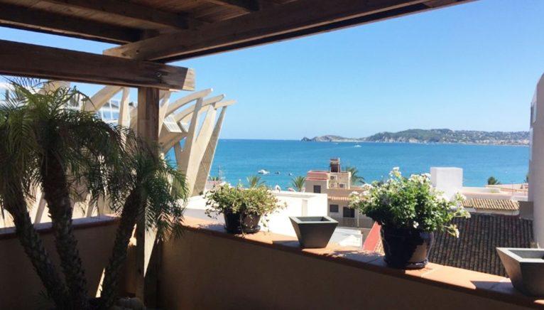 Terrassa amb vistes a la mar en una casa al port de Xàbia - Terramar Costa Blanca